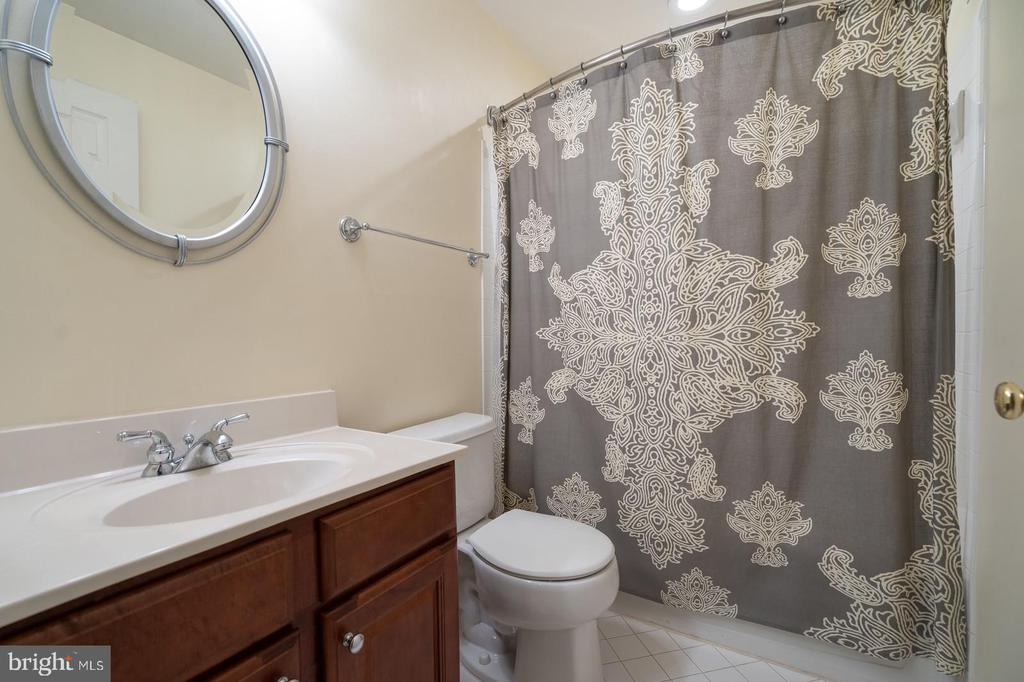 Full bath in basement - 26112 TALAMORE DR, CHANTILLY