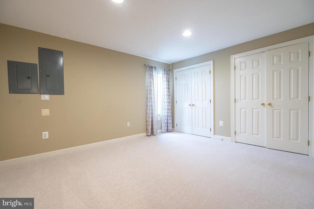Bedroom 5 on lower level - 26112 TALAMORE DR, CHANTILLY