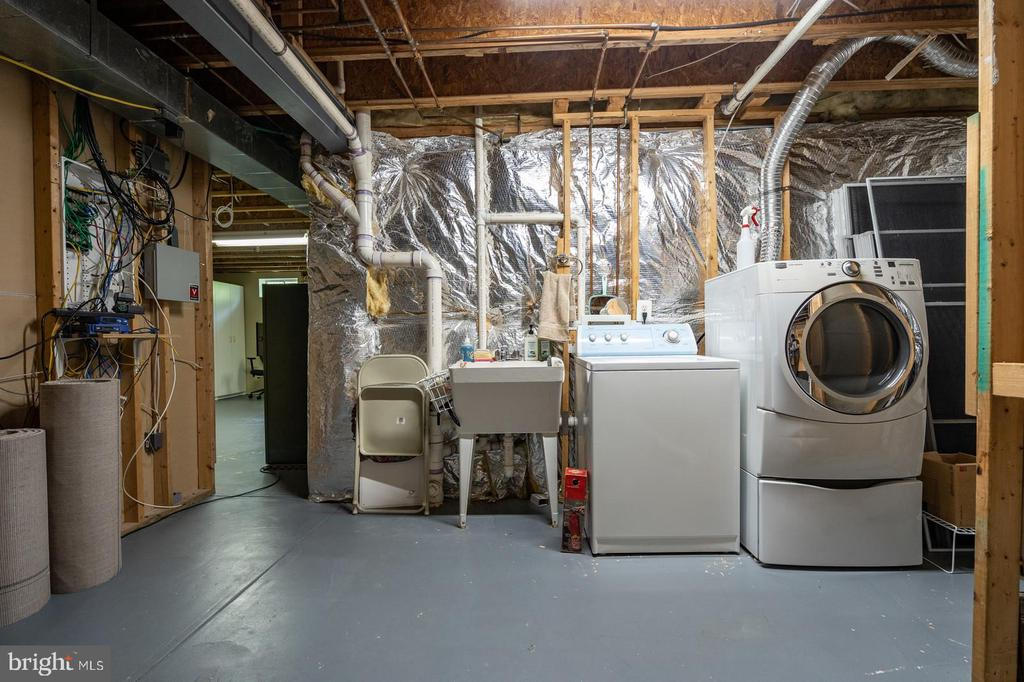 Lower level laundry and utility room - 26112 TALAMORE DR, CHANTILLY