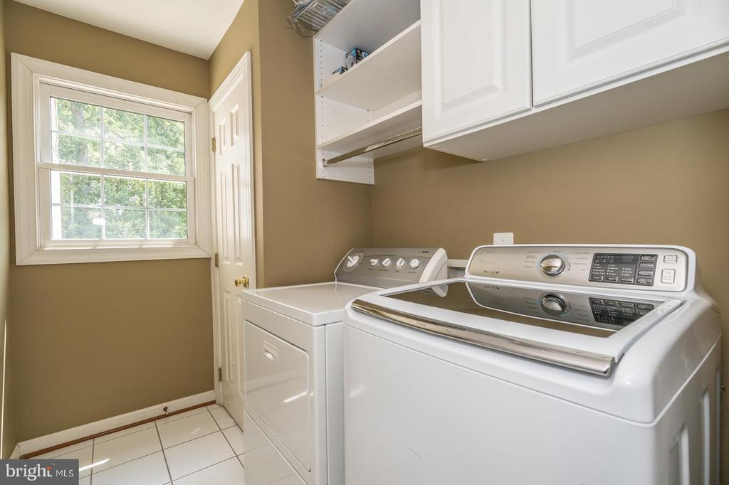 Upper level laundry room - 26112 TALAMORE DR, CHANTILLY