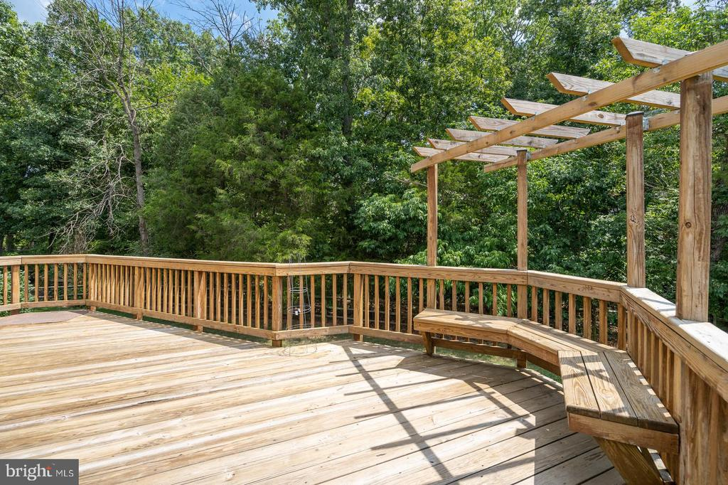 Arbor and built in seating - 26112 TALAMORE DR, CHANTILLY