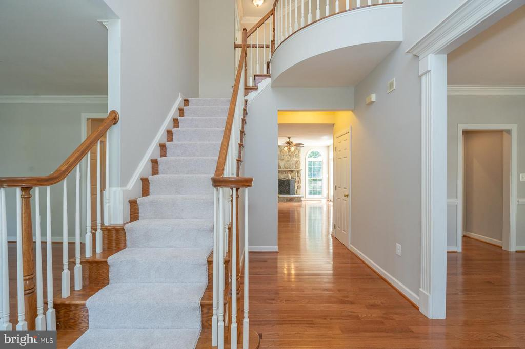 Grand 2 story foyer - 26112 TALAMORE DR, CHANTILLY