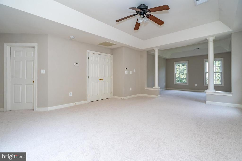 Master suite with sitting room - 26112 TALAMORE DR, CHANTILLY