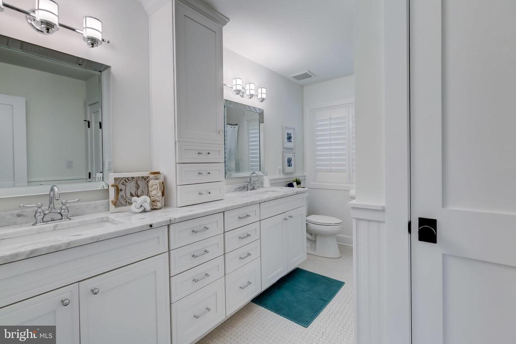 Full Bath with soaking tub shower combo - 98 POINT SOMERSET LN, SEVERNA PARK