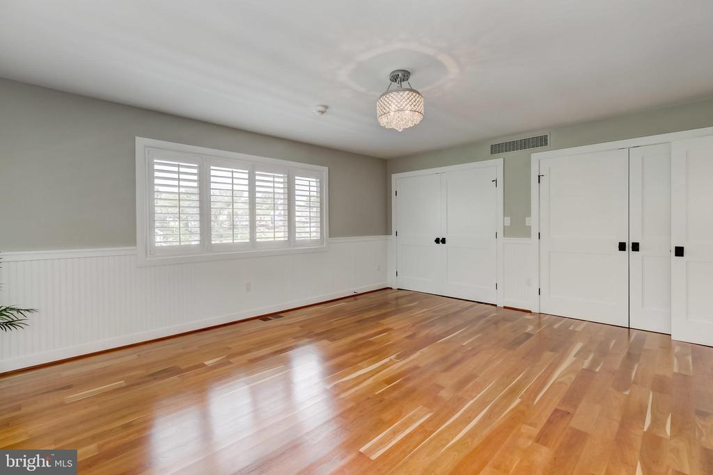 Ample closet space - 98 POINT SOMERSET LN, SEVERNA PARK