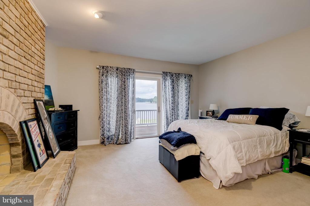 Bedroom in In-Law suite - 98 POINT SOMERSET LN, SEVERNA PARK