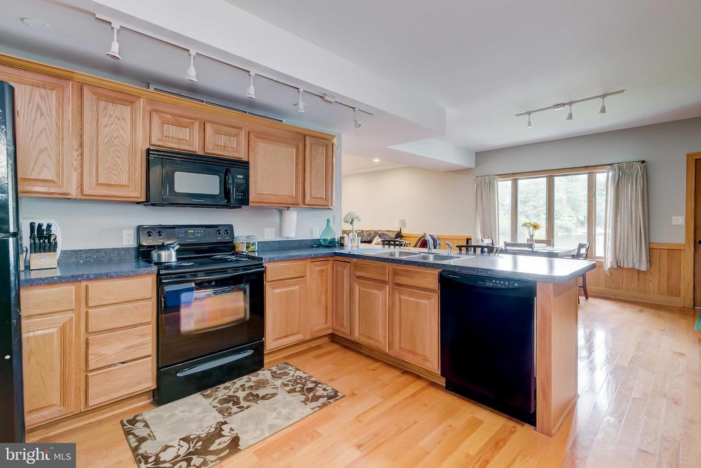 Kitchen in In-Law suite - 98 POINT SOMERSET LN, SEVERNA PARK