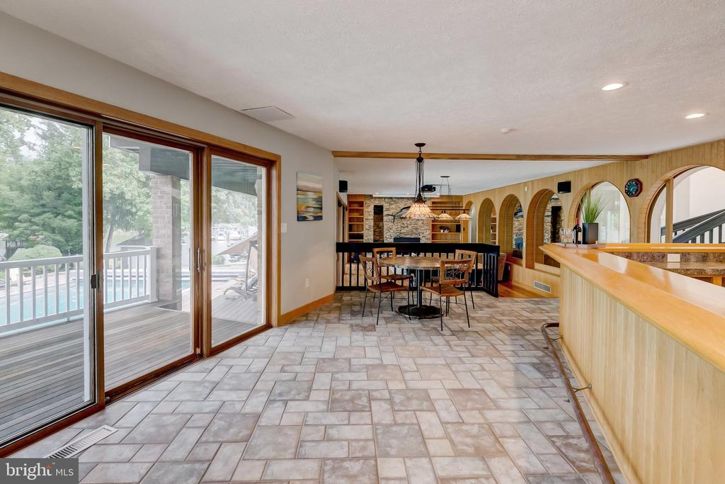 Ample entertaining space with pool access - 98 POINT SOMERSET LN, SEVERNA PARK