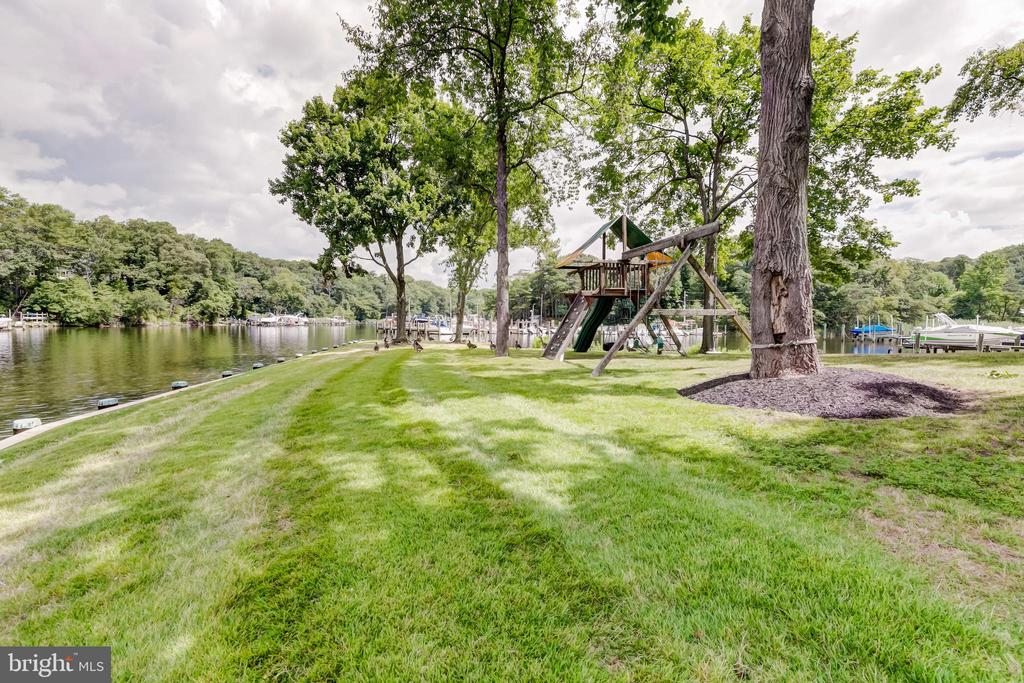 Great space for kids to enjoy the great outdoors - 98 POINT SOMERSET LN, SEVERNA PARK