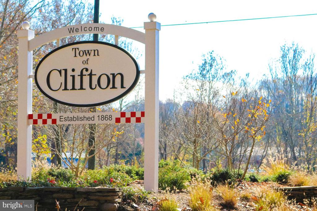 Minutes to Downtown Clifton VA - 7450 DUNQUIN CT, CLIFTON