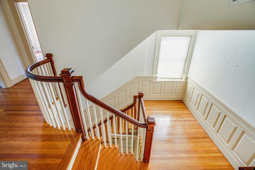 Main stairway - 610 LEWIS ST, FREDERICKSBURG