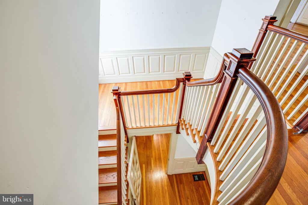 Beautiful main stairway - 610 LEWIS ST, FREDERICKSBURG