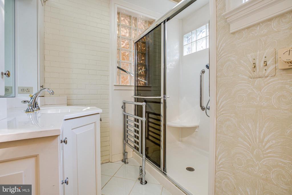 Master Bath w/separate shower - 610 LEWIS ST, FREDERICKSBURG
