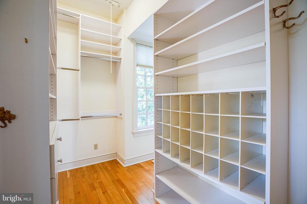 Master BR walk in closet - 610 LEWIS ST, FREDERICKSBURG