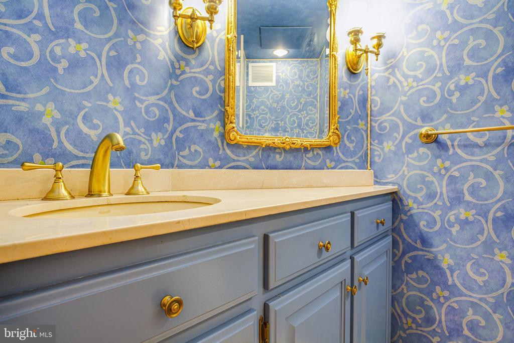 Min level half bath #1 - 610 LEWIS ST, FREDERICKSBURG