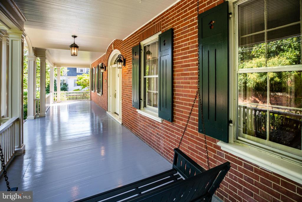 Front porch with swing! - 610 LEWIS ST, FREDERICKSBURG