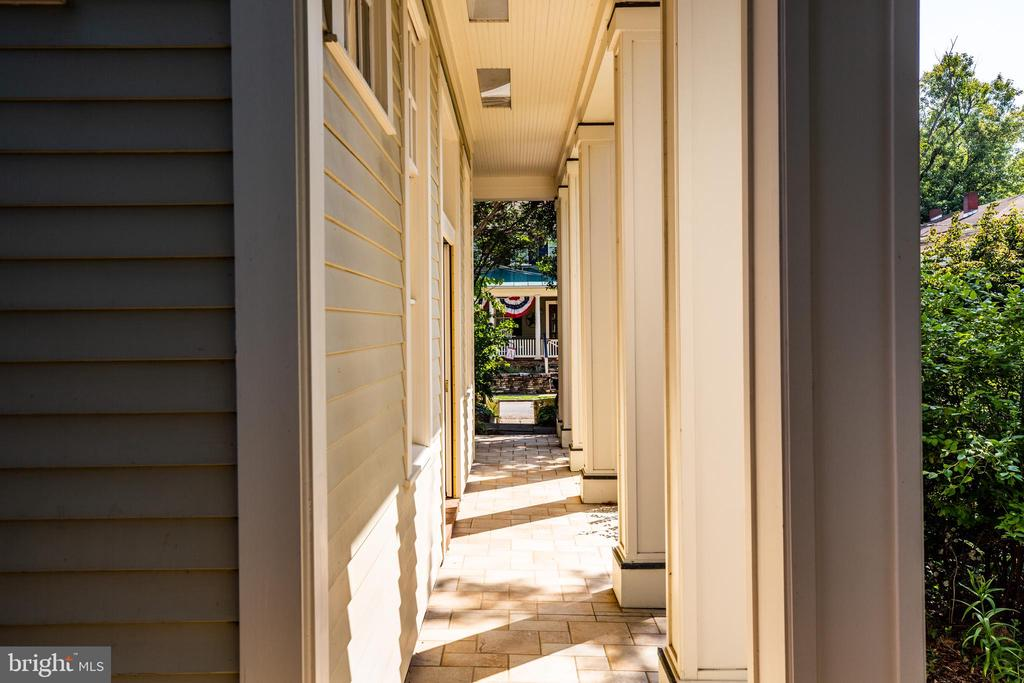 Covered walk way - 610 LEWIS ST, FREDERICKSBURG