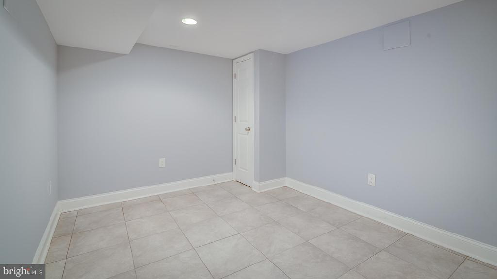 room in basement - 948 WESTMINSTER ST NW, WASHINGTON