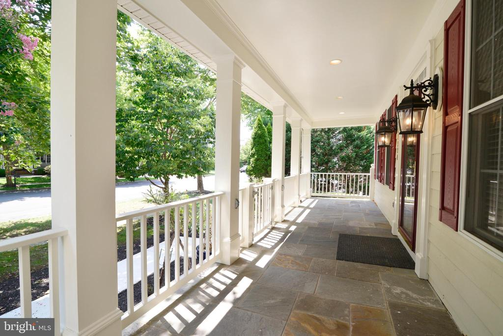 Front porch with gate - 43980 RIVERPOINT DR, LEESBURG