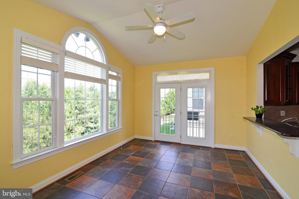 Breakfast room/sun room bump out - 43980 RIVERPOINT DR, LEESBURG