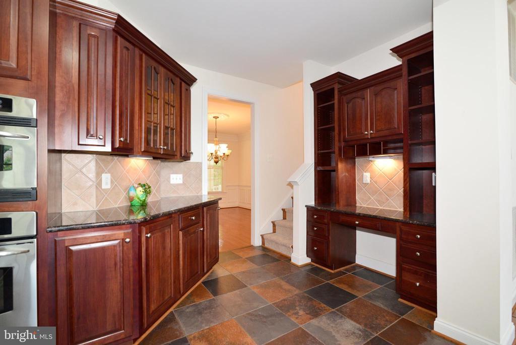 Kitchen - 43980 RIVERPOINT DR, LEESBURG
