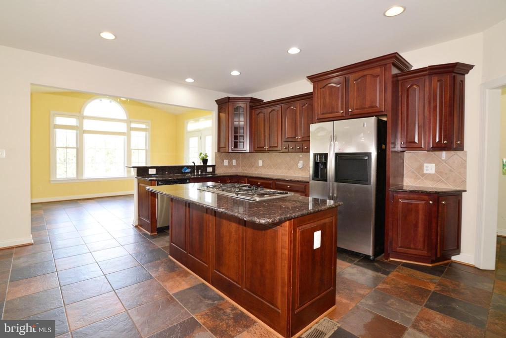 - 43980 RIVERPOINT DR, LEESBURG
