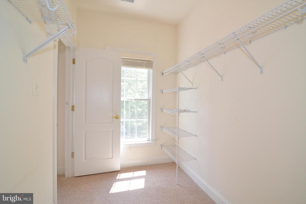 Walk-in closet in 4th bedroom - 43980 RIVERPOINT DR, LEESBURG