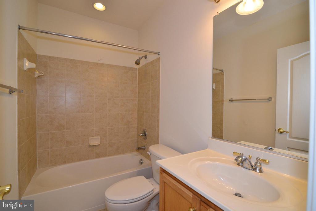 Full bathroom in basement - 43980 RIVERPOINT DR, LEESBURG