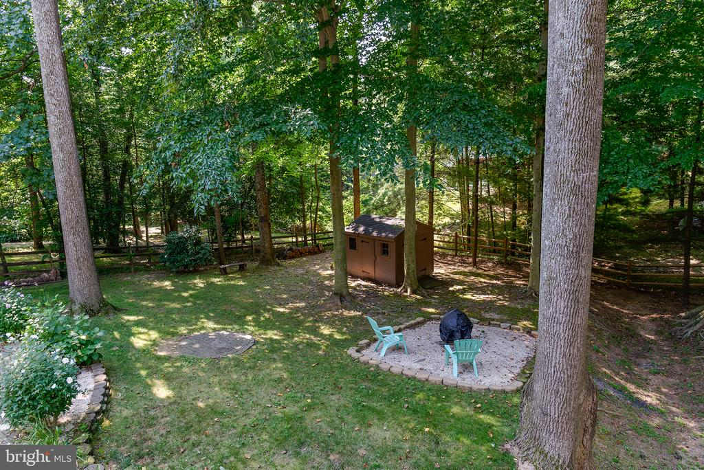 Tranquil backyard with space for everyone - 1144 ROUND PEBBLE LN, RESTON