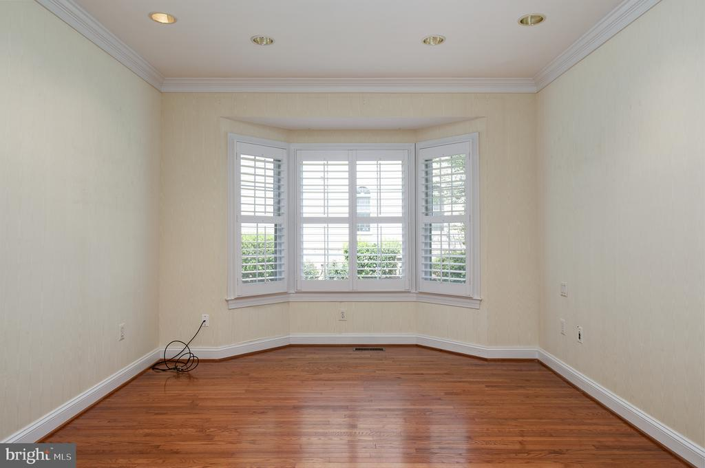 Bay Window in the Study makes it even larger - 1144 ROUND PEBBLE LN, RESTON