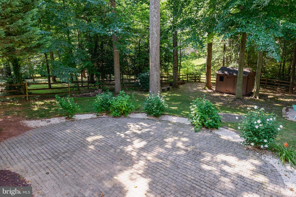 Brick patio provides more entertaining space - 1144 ROUND PEBBLE LN, RESTON