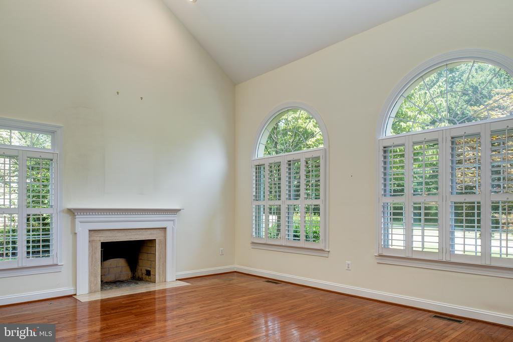 Vaulted Ceiling and a Fireplace in the Living Rm - 1144 ROUND PEBBLE LN, RESTON