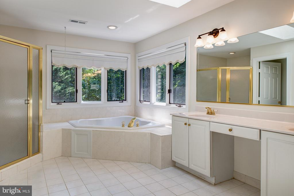 Master Bath has Separate Shower and Jetted Tub - 1144 ROUND PEBBLE LN, RESTON