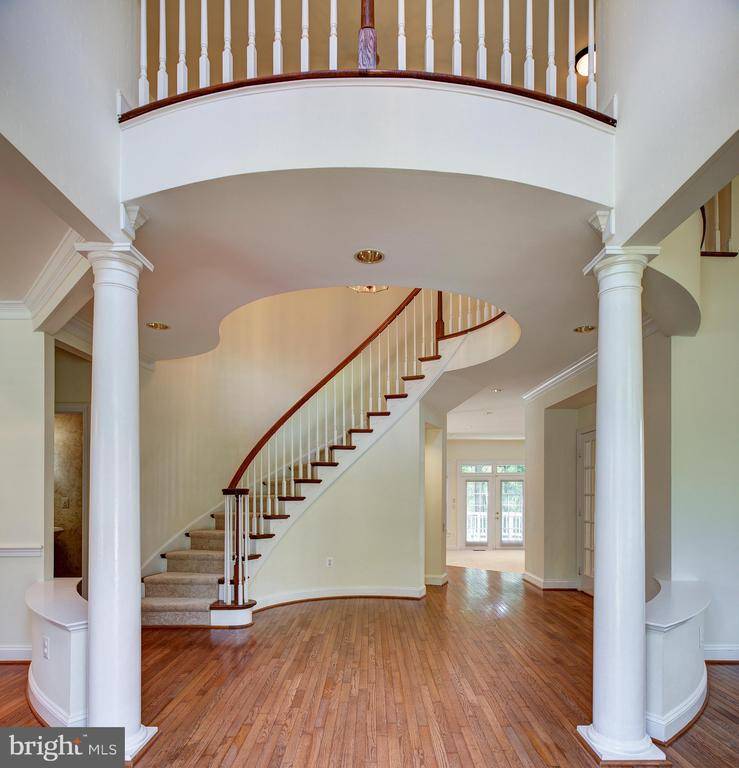 Pillars and Staircase set off  Entry Foyer - 1144 ROUND PEBBLE LN, RESTON