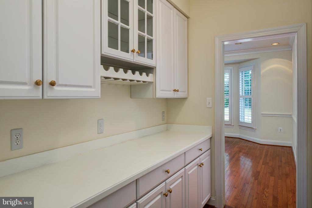 Butler's Pantry has more storage and a Wine Rack - 1144 ROUND PEBBLE LN, RESTON