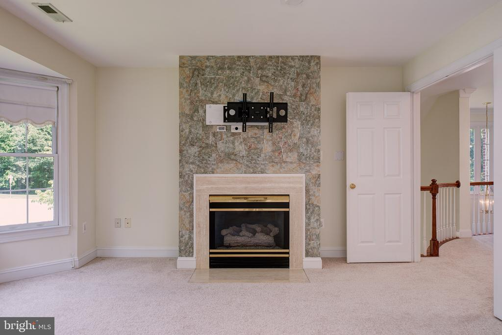 with Gas Fireplace in Sitting Room - 1144 ROUND PEBBLE LN, RESTON