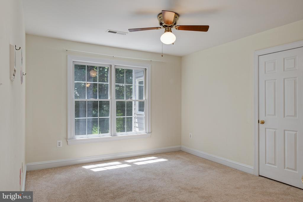 Bedroom #4 has a private bath and walk-in closet - 1144 ROUND PEBBLE LN, RESTON