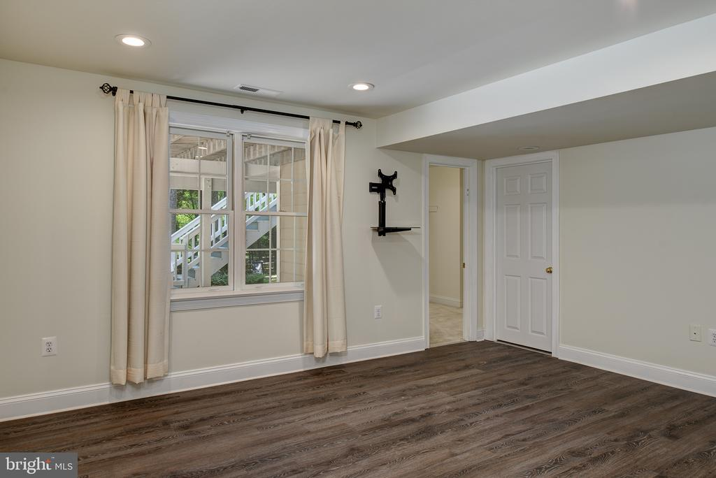 Bedroom #5 has a huge Walk-in Closet - 1144 ROUND PEBBLE LN, RESTON