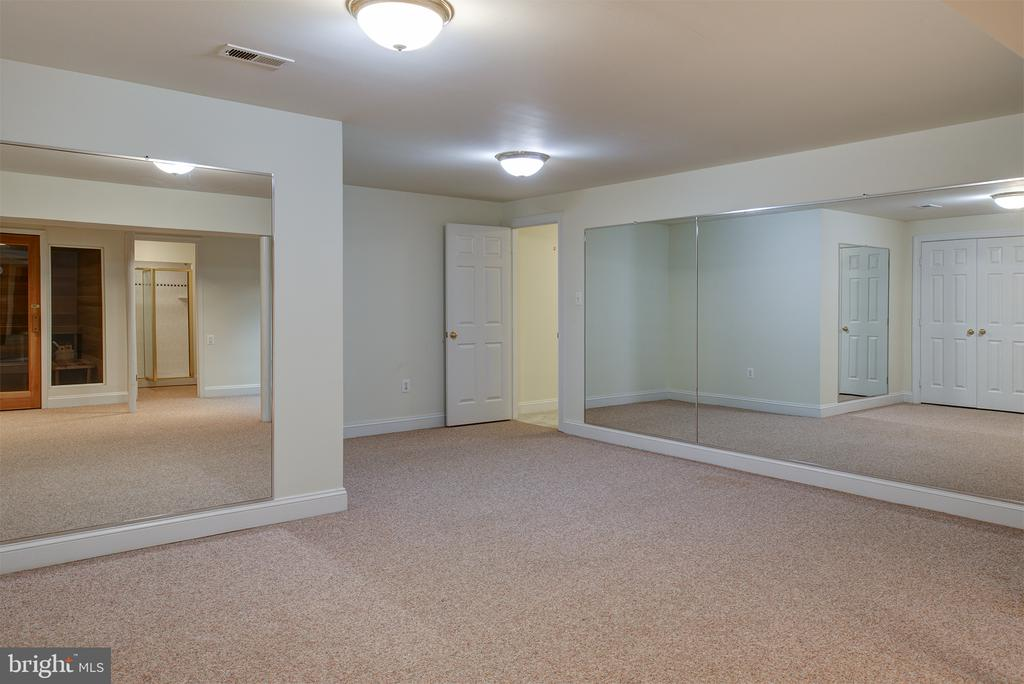has 2 entrances to the hallway - 1144 ROUND PEBBLE LN, RESTON