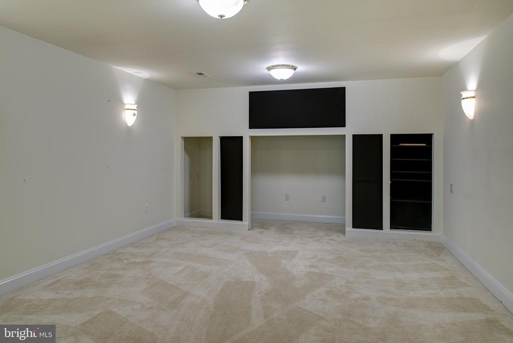Media Room awaits your components - 1144 ROUND PEBBLE LN, RESTON