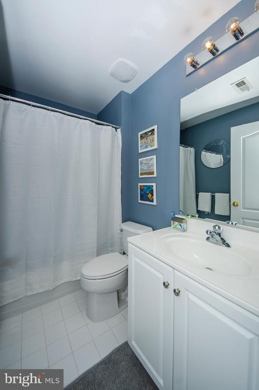 3rd full bath - 25233 RIDING CENTER DR, CHANTILLY