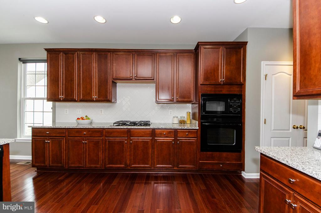 Kitchen envy! - 25233 RIDING CENTER DR, CHANTILLY