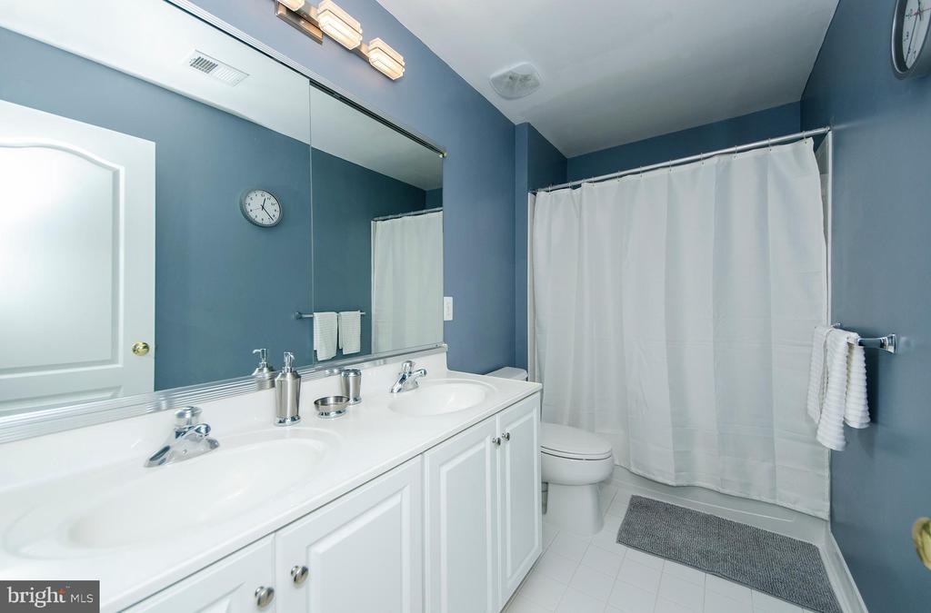 Hall Bath - 25233 RIDING CENTER DR, CHANTILLY