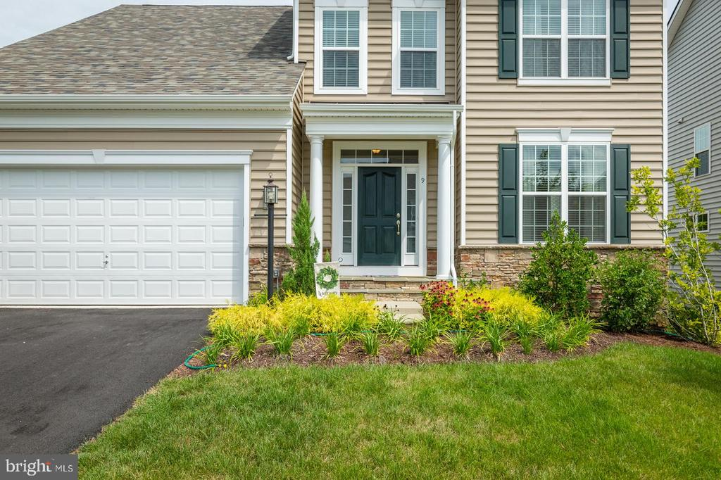 2-miles from the Stafford commuter lot. - 9 WOODLOT CT, STAFFORD