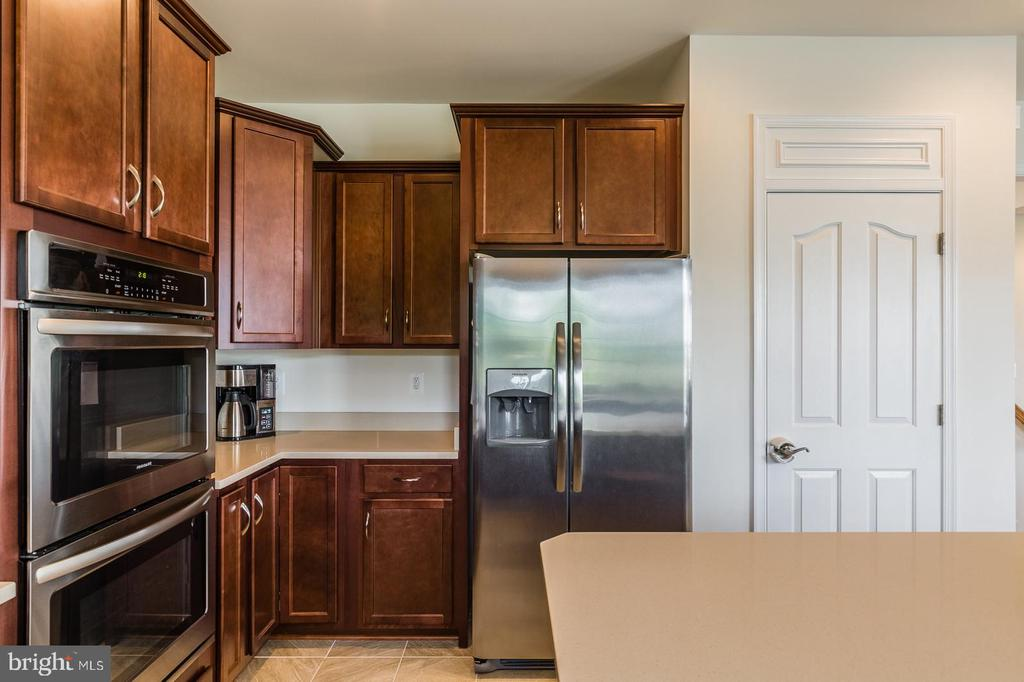 Frigidaire stainless steel appliances. - 9 WOODLOT CT, STAFFORD