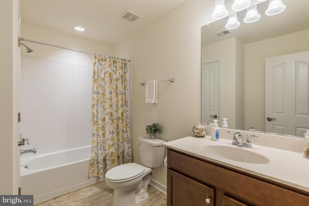 Bedroom #2 In-law suite bathroom. - 9 WOODLOT CT, STAFFORD