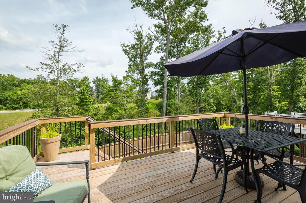 Rear deck with connecting backyard stairs. - 9 WOODLOT CT, STAFFORD