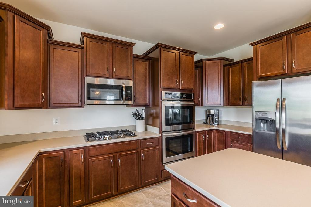 Upgraded cherry cabinets. - 9 WOODLOT CT, STAFFORD