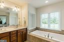 Upgraded double bowl vanity and soaking bathtub. - 9 WOODLOT CT, STAFFORD