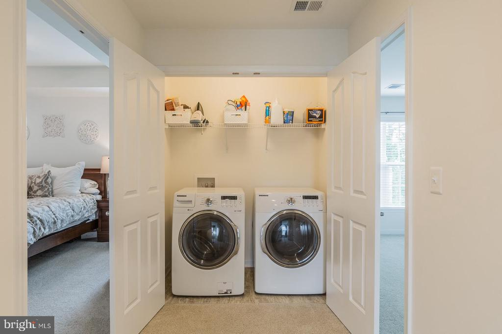Bedroom level laundry closet w/ washer and dryer. - 9 WOODLOT CT, STAFFORD